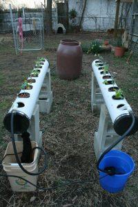 hydroponik abbildung 1 naehrstofffilmtechnik mit einfachem pumpensystem
